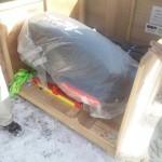 2月27日:アメリカに輸送された下町ボブスレーを梱包から出す