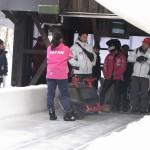 氷上コースに入る1号機